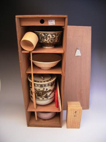 JAPANESE 20TH CENTURY TEA CEREMONY SET<br><font color=red><b>SOLD</b></font>