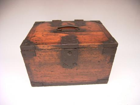 JAPANESE MEIJI PERIOD SMALL CALLIGRAPHY BOX WITH HINGED TOP<br><font color=red><b>SOLD</b></font>