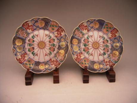 JAPANESE CIRCA 1900 PAIR OF IMARI PLATES 6 INCH DIAMETER <br><font color=red><b>SOLD</b></font>