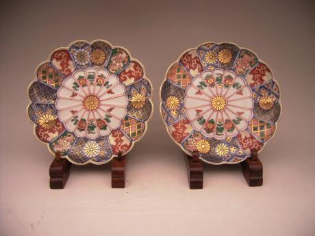 JAPANESE CIRCA 1900 PAIR OF IMARI PLATES 6 INCH DIAMETER<br><font color=red><b>SOLD</b></font>