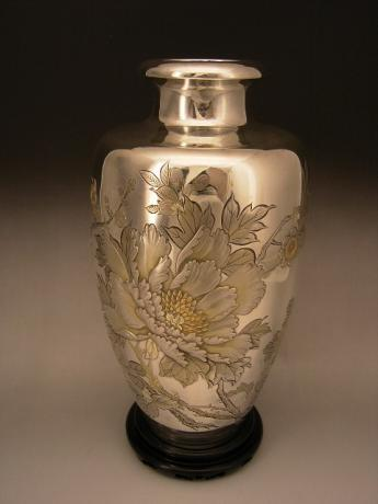 JAPANESE MID 20TH CENTURY PURE SILVER VASE<br><font color=red><b>SOLD</b></font>