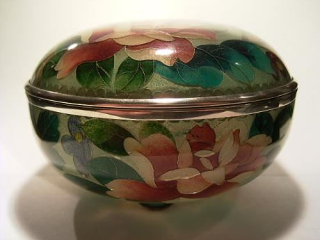 JAPANESE 20TH CENTURY PLIQUE A JOUR CLOISONNE BOX AND LID<br><font color=red><b>SOLD</b></font>