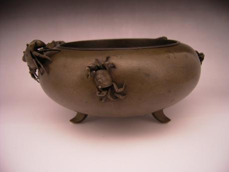 JAPANESE MEIJI PERIOD BRONZE CRAB DESIGN FLOWER CONTAINER<br><font color=red><b>SOLD</b></font>