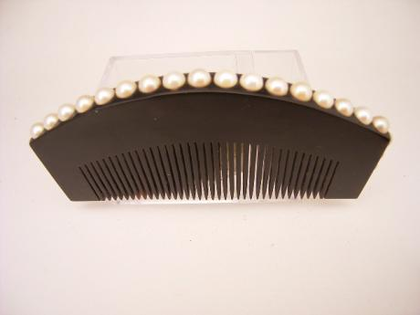 JAPANESE EARLY 2OTH CENTURY COMB WITH PEARL DESIGN<br><font color=red><b>SOLD</b></font>